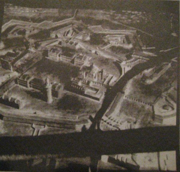 Ésta es una foto aérea, de las primeras, tomada en globo el 28 de diciembre de 1853, de la antigua Ciutadella de Barcelona.