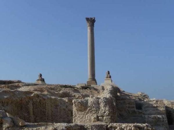 Columna de Pompeyo y Serapeo (Alejandría)