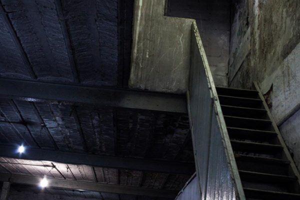 Las escaleras que conducen a las salas de tortura del centro clandestino Automotores Orletti de Buenos