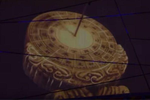 El reloj dando retrocediendo en el tiempo.