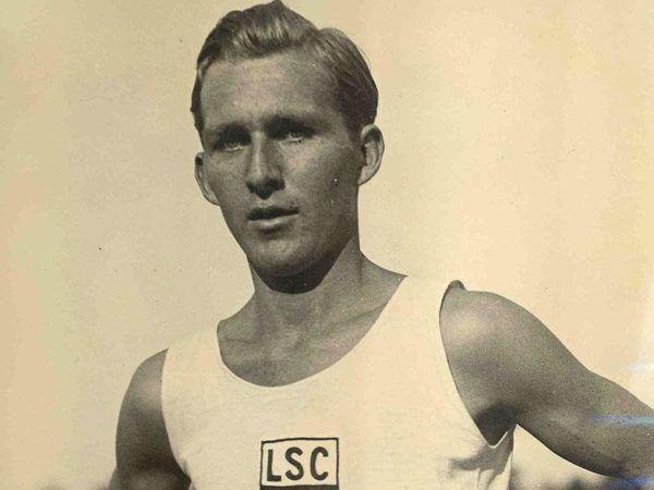 Lutz Long, abanderado de la Delegación Alemana y prototipo de la raza aria