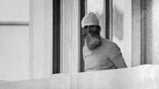 Durante los juegos olímpicos de 1972 celebrados en munich un grupo terrorista árabe llamado septiembre negro asaltaba la residencia de los atletas de israel y tras asesinar a varios atletas tomaba como rehenes al resto de la expedición