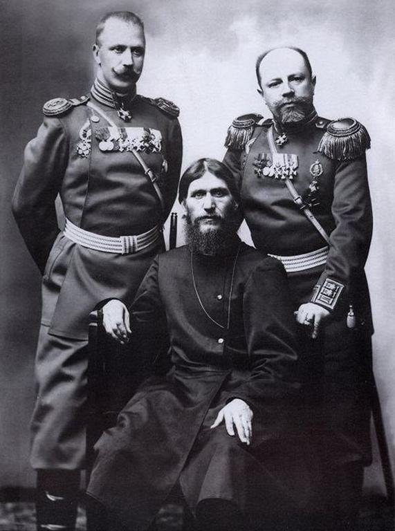 rasputin-el-monje-loco-con-militares