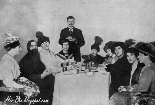 Rasputín consiguió entrar en la alta sociedad, pero no estaba sólo, pronto se llevó a su hija María para que esta estudiara
