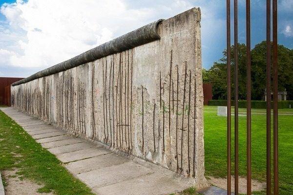 Muro de berlin acero