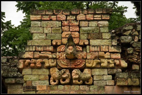 la-ciencia-de-los-mayas-calendario-estela-maya