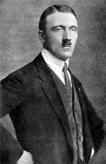 Hitler se convierte en líder del Partido NacionalSocialista