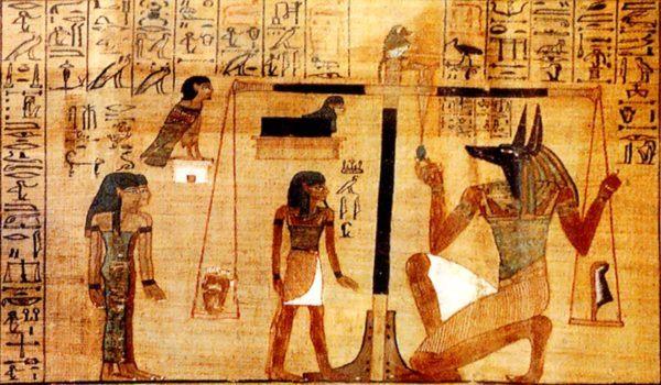 Representación de Anubis pesando el corazón del difunto, ante la mirada atenta del Ba