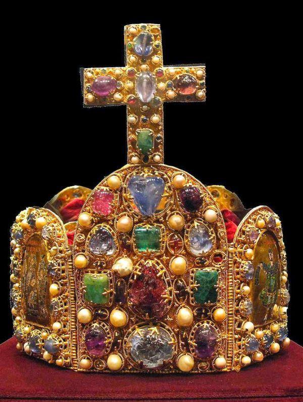 imperio-carolingio-la-historia-carlomagno-corona