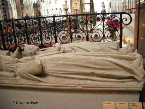 Enterramiento de Pipino El Breve y su mujer