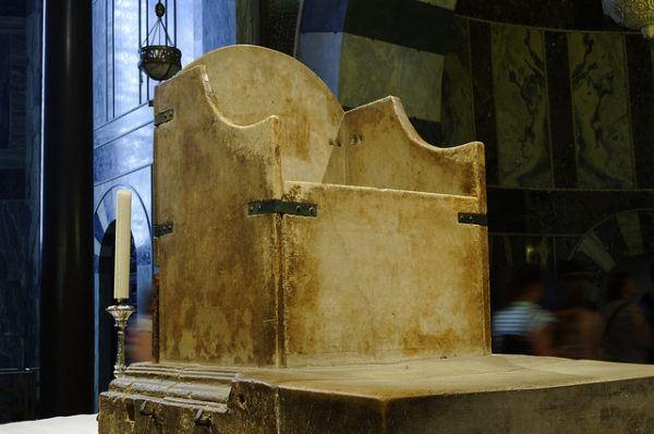 Trono de piedra de Carlomagno, desde su muerte se ha utilizado para coronar 30 reyes del Sacro Imperio Germánico