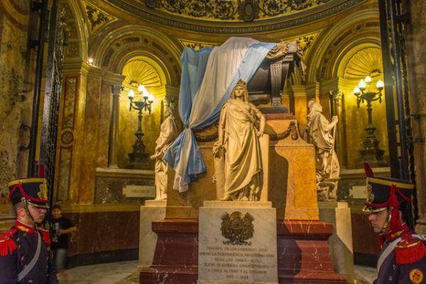 Mausoleo de San Martín