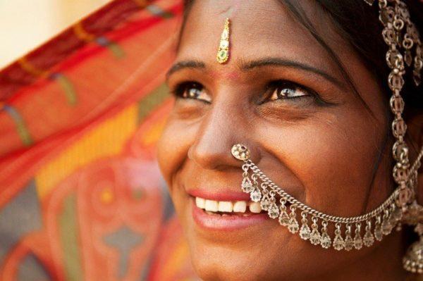 Por que llevan las mujeres hindues un punto rojo en la frente