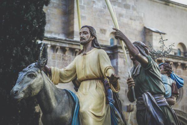 que-es-la-cuaresma-procesion-istock