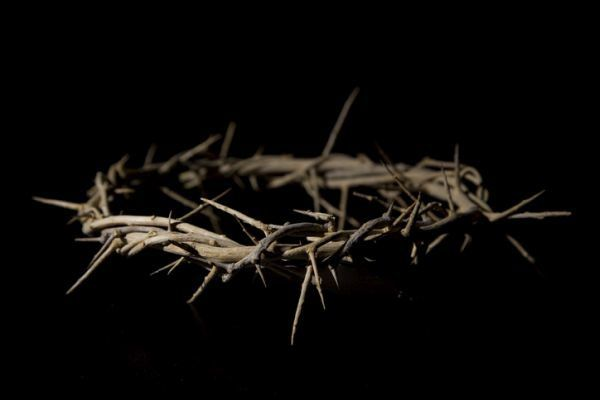 reliquias-de-semana-santa-corona-istock