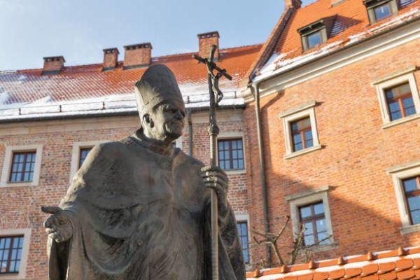 Biografia juan pablo ii estatua