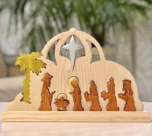 Artesanía representando portal de belén y reyes magos