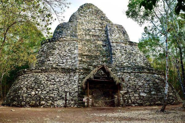 Pirámide maya de Cobá