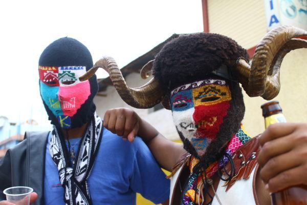 Que es takanakuy la polemica tradicion de peru para celebrar la navidad mascaras