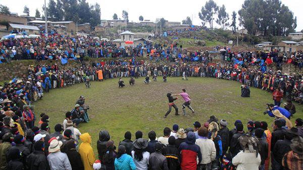 Que es takanakuy la polemica tradicion de peru para celebrar la navidad pelea