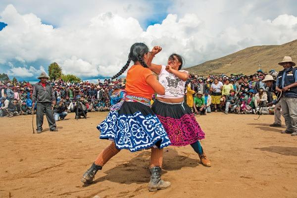 Que es takanakuy la polemica tradicion de peru para celebrar la navidad pelea tradicion