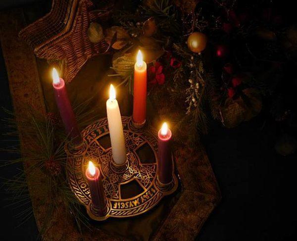 Que es yule y cuando se celebra fiesta pagana de origen vikingo velas