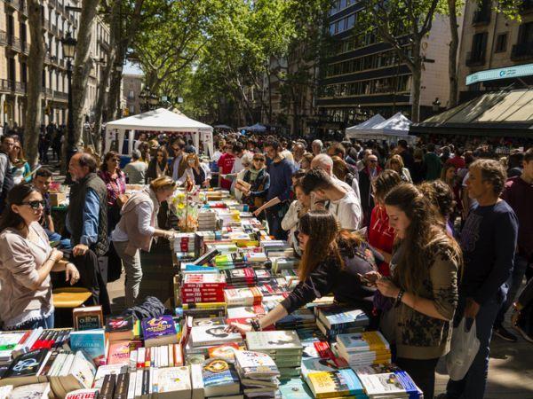 Mercadillo de libros por Sant Jordi