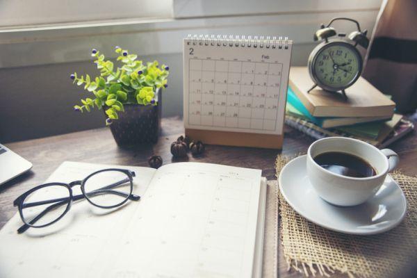 Cuando es semana blanca calendario cafe y mesa