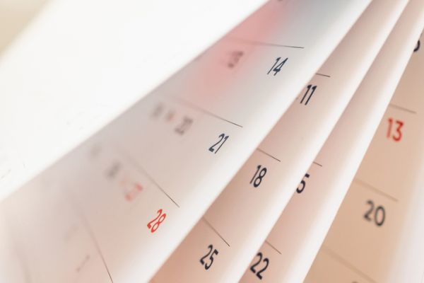 Cuando es semana blanca calendario pasando hojas