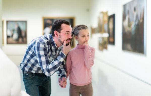 Cuando es semana blanca padre e hija en museo