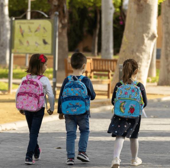 El origen Día Escolar de la Paz y la No Violencia 2021 camino del colegio