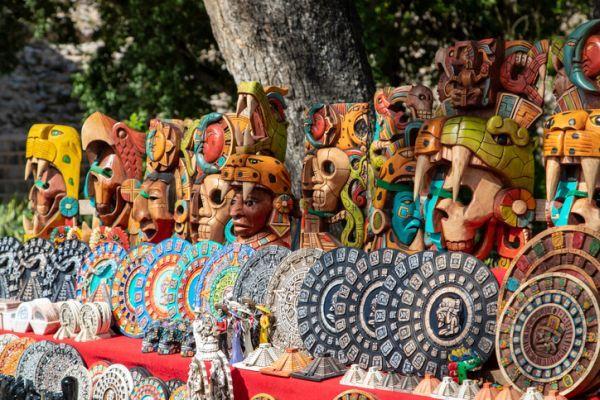 Recuerdos de madera aztecas
