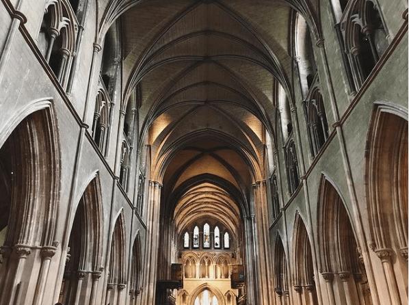 San Patricio: quién fue, dónde se celebra, costumbres y significado del trébol Catedral de Dublín