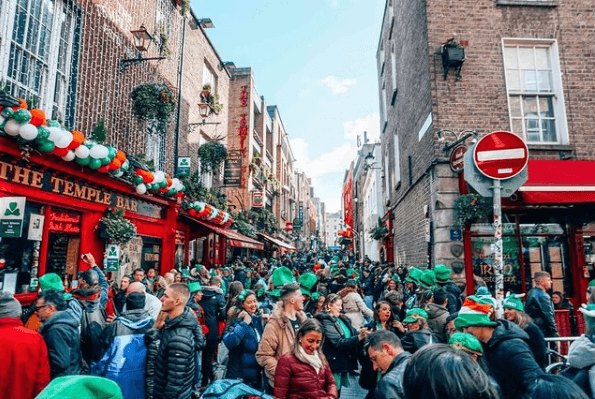 San Patricio: quién fue, dónde se celebra, costumbres y significado del trébol pubs