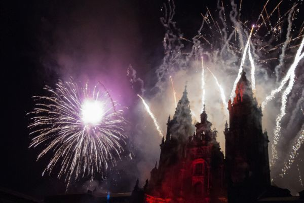 Jubileo fiesta fuegos artificiales Catedral Santiago