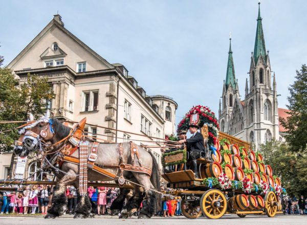Trajes tipcos oktoberfest desfile