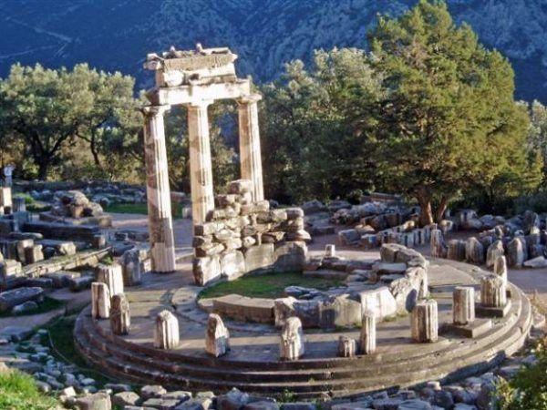 El santuario oracular de Delfos