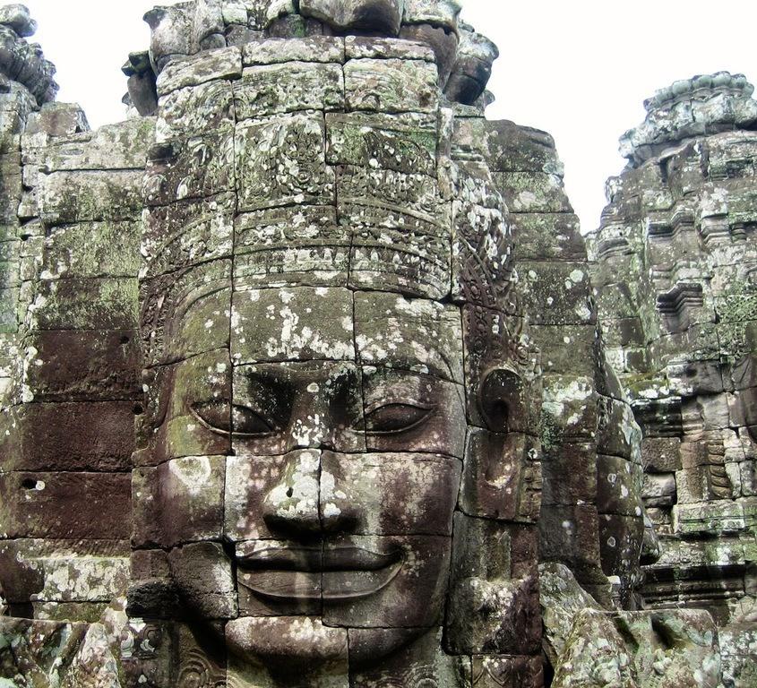 el-imperio-jemer-en-camboya-angkor-wat-caras