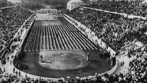 1896, Atenas. Sede de los primeros Juegos Olímpicos modernos. La ceremonia inaugural en el Estadio Panathinaiko