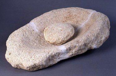 Molino de mano de piedra arenisca, Cova de l´Or, Beniarrès, Valencia