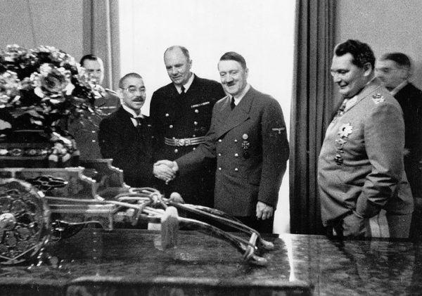 Firma del Pacto Tripartito