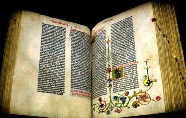 Uno de los Ejemplares que se conservan de las 150 Biblias que Gutenberg Imprimió