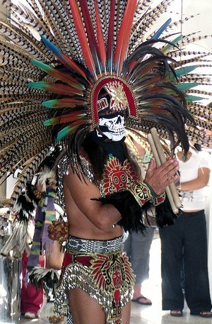 Azteca_representacionduranteeldiademuertos