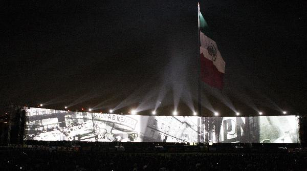 bicentenario-mexico-celebracion-noche-pantalla-imagenes-historia