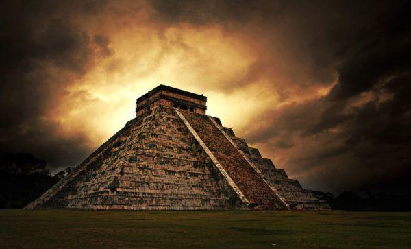 Chichén Itzá al anchecer