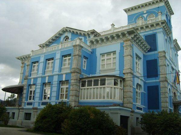 Nuevas mansiones afloran por las nuevas colonias.