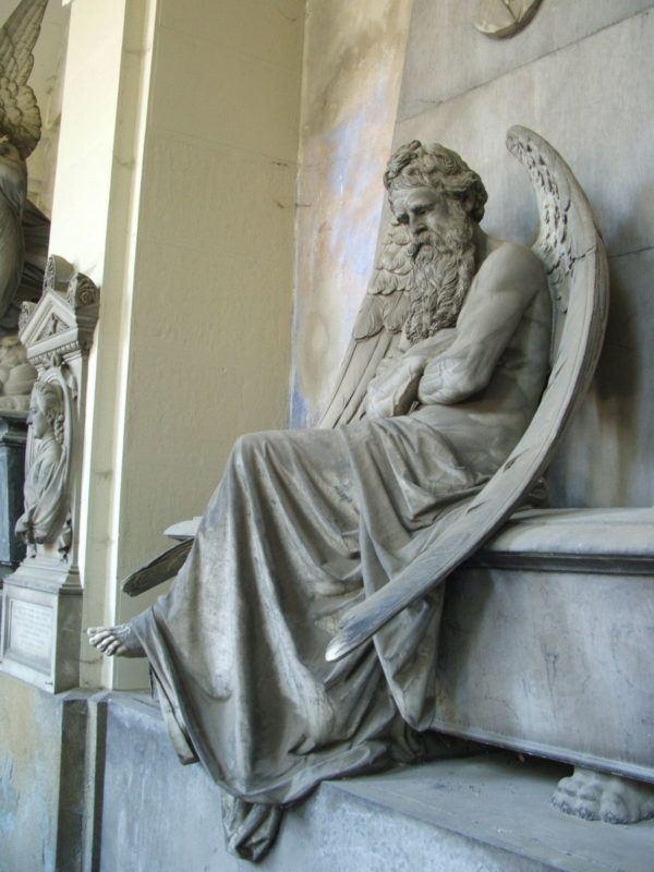 historia-y-origen-de-la-navidad-saturno-escultura