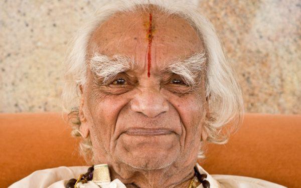 google-rinde-homenaje-b-k-s-iyengar