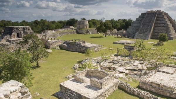 Mayapán fue la sede de la Liga de Mayapán, una confederación que reunía a los caciques de Uxmal y de Chichén Itzá durante el período glorioso