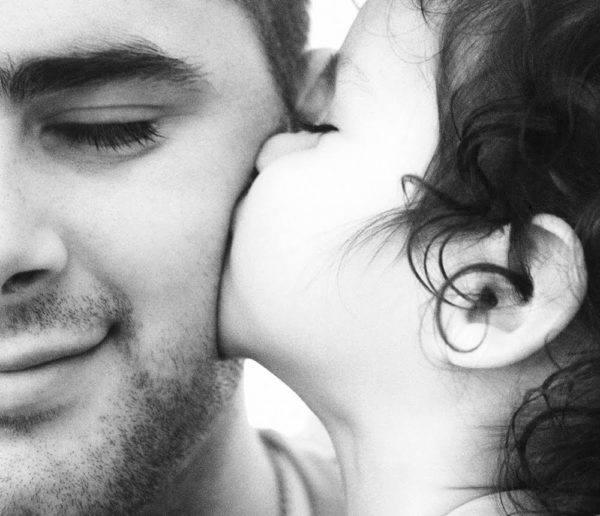 dia-del-padre-en-todo-el-mundo-beso